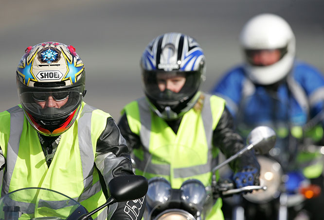 The VMC has called for the removal of mandatory high visibility clothing for learner riders in its submission to a review of the Victorian Road Safety (Driver) Regulations, on the basis that there is no proven road safety benefit, that the Department of Transport failed to make a case in support of the requirement and that the wearing of a properly fastened high visibility vest could cause accelerated fatigue and heat stress.